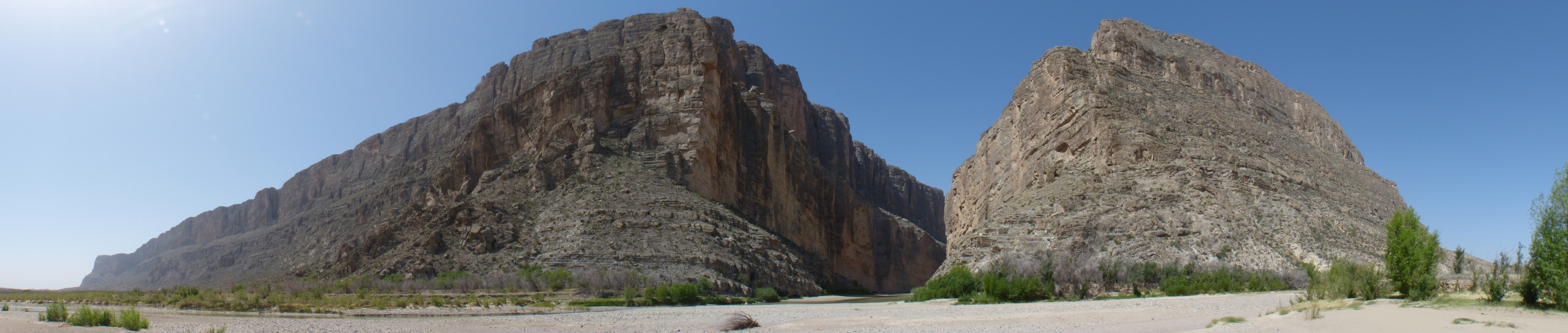 P1010560_Santa_Elena_Canyon_panoramic_180.jpg